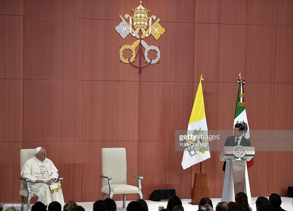 Pope Francis listens the message of Mexico's president Enrique Pena NIeto at National Palace on February 13, 2016 in Mexico City. Francis became the first pope to enter Mexico's National Palace to meet President Enrique Pena Nieto, as he starts a cross-country tour that will highlight the country's violence and migration troubles. AFP PHOTO/ Yuri CORTEZ / AFP / YURI CORTEZ