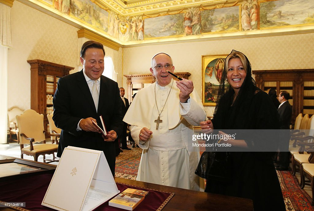 '<a gi-track='captionPersonalityLinkClicked' href=/galleries/search?phrase=Pope+Francis&family=editorial&specificpeople=2499404 ng-click='$event.stopPropagation()'>Pope Francis</a> (Jorge Mario Bergoglio) meeting the President of Panama <a gi-track='captionPersonalityLinkClicked' href=/galleries/search?phrase=Juan+Carlos+Varela&family=editorial&specificpeople=5906542 ng-click='$event.stopPropagation()'>Juan Carlos Varela</a> and his wife Lorena Castillo de Varela at the private library of the Apostolic Palace. Vatican City, 5th September 2014 (Photo by Grzegorz Galazka\Archivio Grzegorz Galazka\Mondadori Portfolio via Getty Images)'