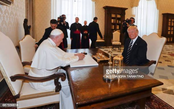 Pope Francis meets with US President Donald Trump during a private audience at the Vatican on May 24 2017 / AFP PHOTO / POOL / Alessandra Tarantino