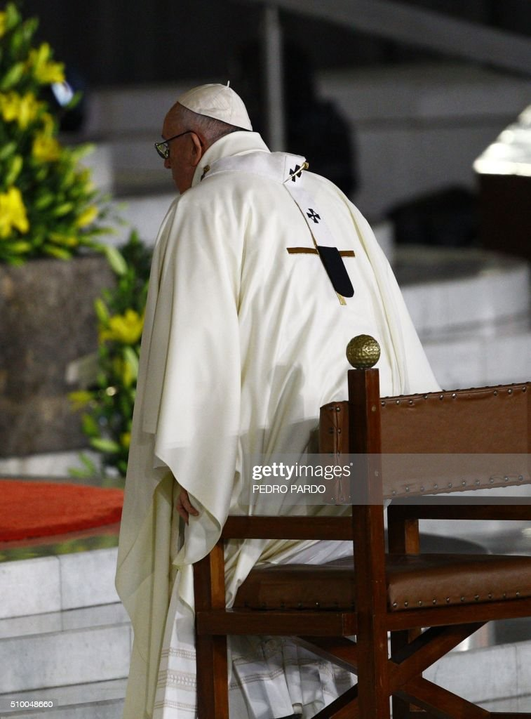 Pope Francis officiates an open-air mass at the Guadalupe Basilica in Mexico City on February 13, 2016. The pope urged Mexican bishops Saturday to take on drug trafficking with 'prophetic courage,' warning that it represents a moral challenge to society and the church. AFP PHOTO / Pedro PARDO / AFP / Pedro PARDO