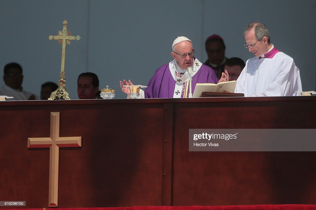 Pope Francis prays during a mass for the people at Ecatepec on February 14, 2016 in Ecatepec, Mexico. Pope Francis is on a five days visit in Mexico from February 12 to 17 where he is expected to visit five states.