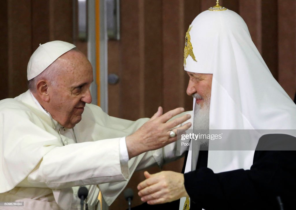 Pope Francis (L) reaches to embrace the head of the Russian Orthodox Church, Patriarch Kirill during a historic meeting in Havana on February 12, 2016. Pope Francis and Russian Orthodox Patriarch Kirill kissed each other and sat down together Friday at Havana airport for the first meeting between their two branches of the church in nearly a thousand years. AFP PHOTO / POOL - Gregorio Borgia / AFP / POOL / GREGORIO BORGIA