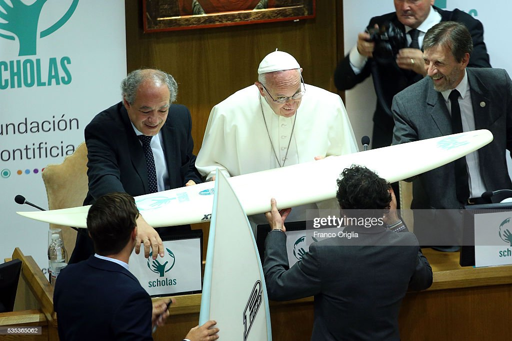 <a gi-track='captionPersonalityLinkClicked' href=/galleries/search?phrase=Pope+Francis&family=editorial&specificpeople=2499404 ng-click='$event.stopPropagation()'>Pope Francis</a> receives a surf board during 'Un Muro o Un Ponte' Seminary held by <a gi-track='captionPersonalityLinkClicked' href=/galleries/search?phrase=Pope+Francis&family=editorial&specificpeople=2499404 ng-click='$event.stopPropagation()'>Pope Francis</a> at the Paul VI Hall on May 29, 2016 in Vatican City, Vatican.