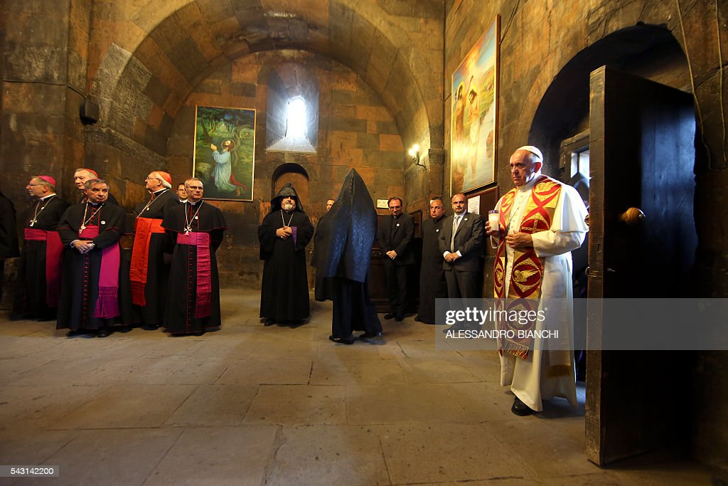 Pope Francis visits the Khor Virap monastery, Armenia, on June 26, 2016. / AFP / POOL / Alessandro Bianchi