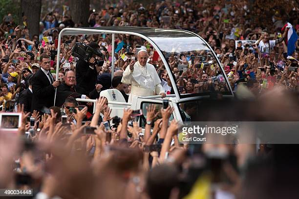 Pope Francis waves as he drives through Central Park in a Papal motorcade on September 25 2015 in New York City Pope Francis is in New York on a...