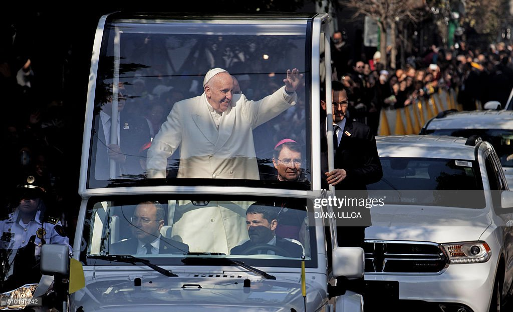 Pope Francis waves at the crowd from the popemobile on his way to take a helicopter to Ecatepec --a rough, crime-plagued Mexico City suburb-- where he will celebrate an open-air mass, in Mexico City on February 14, 2016. Pope Francis has chosen to visit some of Mexico's most troubled regions during his five-day trip to the world's second most populous Catholic country. AFP PHOTO / DIANA ULLOA / AFP / DIANA ULLOA