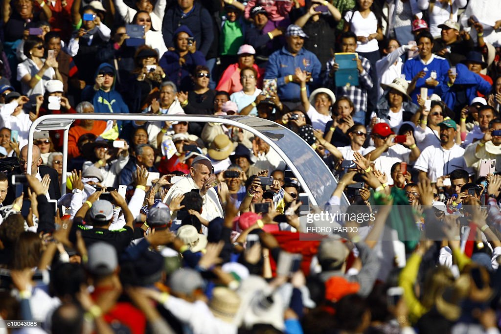 Pope Francis waves at the crowd from the popemobile on his way to the Guadalupe Basilica in Mexico City on February 13, 2016. Pope Francis urged Mexican bishops Saturday to take on drug trafficking with 'prophetic courage,' warning that it represents a moral challenge to society and the church. AFP PHOTO / Pedro PARDO / AFP / Pedro PARDO