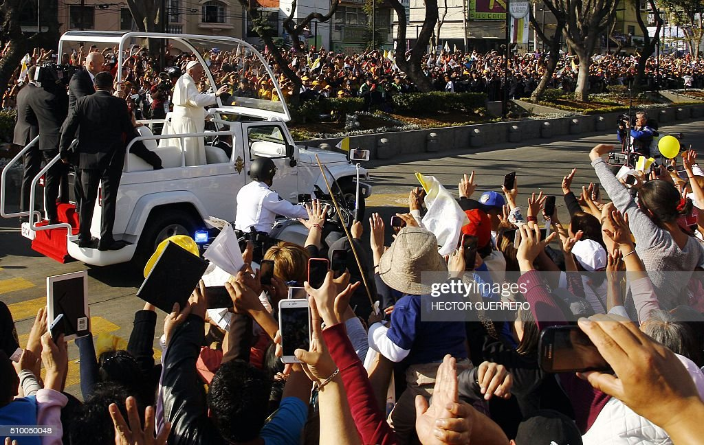 Pope Francis waves at the crowd from the popemobile on his way to the Guadalupe Basilica in Mexico City on February 13, 2016. Pope Francis urged Mexican bishops Saturday to take on drug trafficking with 'prophetic courage,' warning that it represents a moral challenge to society and the church. AFP PHOTO / HECTOR GUERRERO / AFP / HECTOR GUERRERO