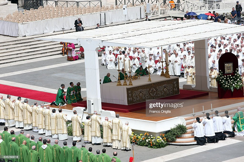 Pope Francis waves attends a Mass for Jubilee of Deacons in St. Peter's Square on May 29, 2016 in Vatican City, Vatican. The Church marked the Extraordinary Jubilee Year of Mercy in a special way with the Jubilee of Deacons. As their very title suggests taken as it is from the Greek word for 'servant', diakonos Deacons are ordained to a ministry of service in the Church.