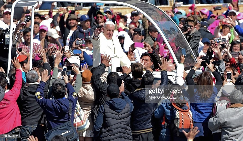 Pope Francis waves from the popemobile on his way to the cathedral, in Mexico City on February 13, 2016. Francis became the first pope to enter Mexico's National Palace to meet President Enrique Pena Nieto, as he starts a cross-country tour that will highlight the country's violence and migration troubles. A FP PHOTO/MARIO VAZQUEZ / AFP / MARIO VAZQUEZ