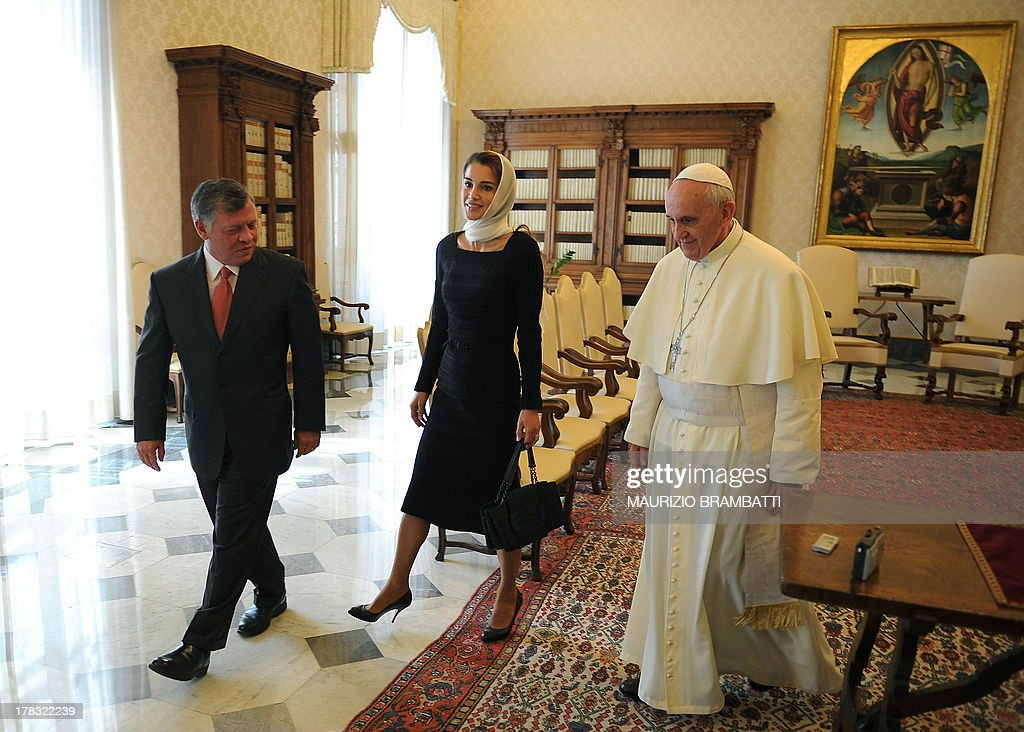 Pope Francis (R) with King of Jordan Abdullah II Ibn Hussein (L) and his wife Rania leave at the end of a private audience on August 29, 2013 at the Vatican.