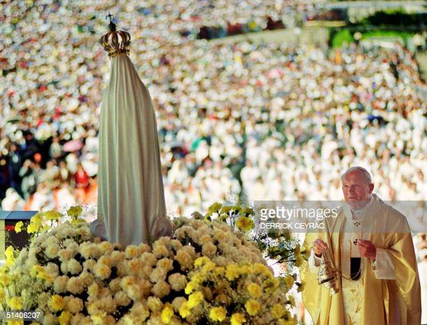 Pope John Paul II celebrates a mass 12 May 1991 in the Chapel of the Apparition in front of the statue of Virgin of Fatima in Fatima where about a...
