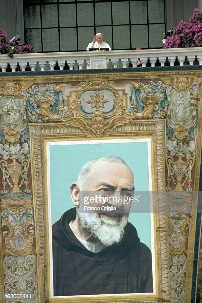 Pope John Paul II celebrates a mass in occasion of the beatification of Padre Pio of Petralcina from the central balcony of the Basilica of St John...