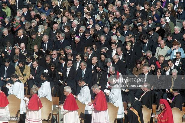Pope John Paul Ii Celebrates His Eighth Consistory And Appoints 44 New Cardinals Vatican 21 février 2001 Le pape JEANPAUL II célèbre son huitième...
