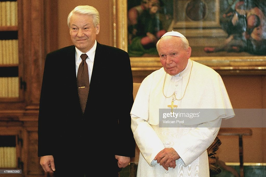<a gi-track='captionPersonalityLinkClicked' href=/galleries/search?phrase=Pope+John+Paul+II&family=editorial&specificpeople=92369 ng-click='$event.stopPropagation()'>Pope John Paul II</a> meets Soviet leader <a gi-track='captionPersonalityLinkClicked' href=/galleries/search?phrase=Boris+Yeltsin&family=editorial&specificpeople=93169 ng-click='$event.stopPropagation()'>Boris Yeltsin</a> at his private library in the Apostolic Palace on February 10, 1998 in Vatican City, Vatican.