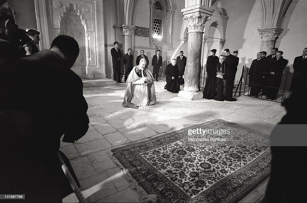 Pope Paul VI praying during a stage of his pilgrimage. Palestine, January 1964