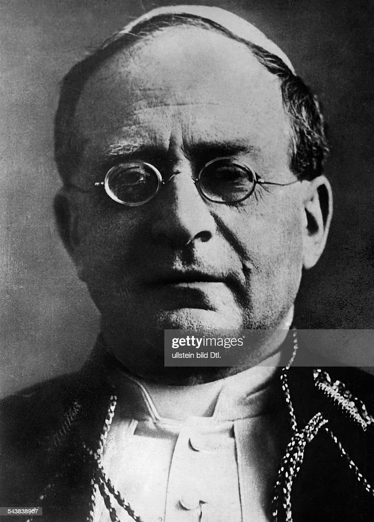 <a gi-track='captionPersonalityLinkClicked' href=/galleries/search?phrase=Pope+Pius+XI&family=editorial&specificpeople=93954 ng-click='$event.stopPropagation()'>Pope Pius XI</a>.*31.05.1857-+- born Ambrogio Damiano Achille Ratti, Italy- Papst von 1922-1939 - Photographer: Willi Ruge- Published by 'B.Z.' Vintage property of ullstein bild