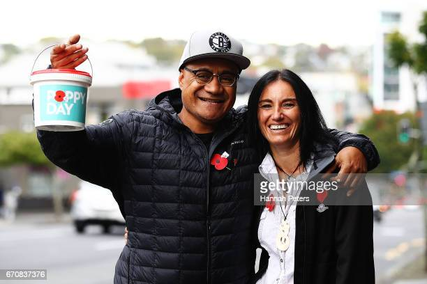 Poppy Day ambassadors Oscar Kightley and Tina Granton sell poppies on April 21 2017 in Auckland New Zealand Poppy Day 2017 marks the 95th annual...