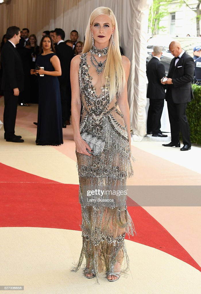 poppy-delevingne-attends-the-manus-x-machina-fashion-in-an-age-of-picture-id527336858