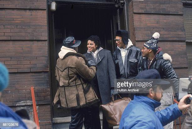 Popular American musician Michael Jackson shakes handswith an 'Mini Max' played by Wesley Snipes as others watch during the filming of a scene in the...