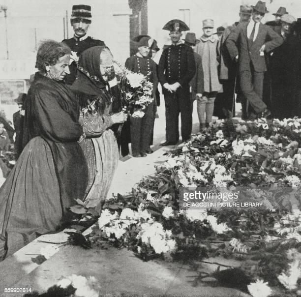 Popular tribute to the fallen in front of the Altare della Patria in Rome November 2 Italy World War I from L'Illustrazione Italiana Year XLIII No 46...