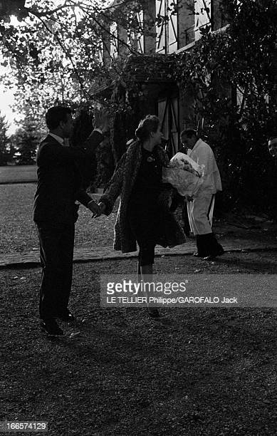 Porfirio Rubirosa Marries Odile Rodin Yvelines Sonchamp Lors de leur mariage Odile RODIN actrice française vêtue d'un manteau et d'un chapeau à...