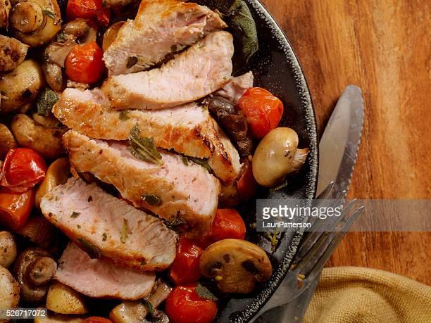Schwein Rippen Koteletts mit Tomaten und Pilzen