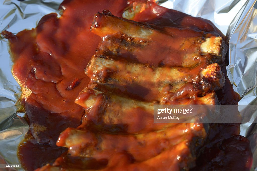 Pork ribs and sauce on tin foil : Stock Photo