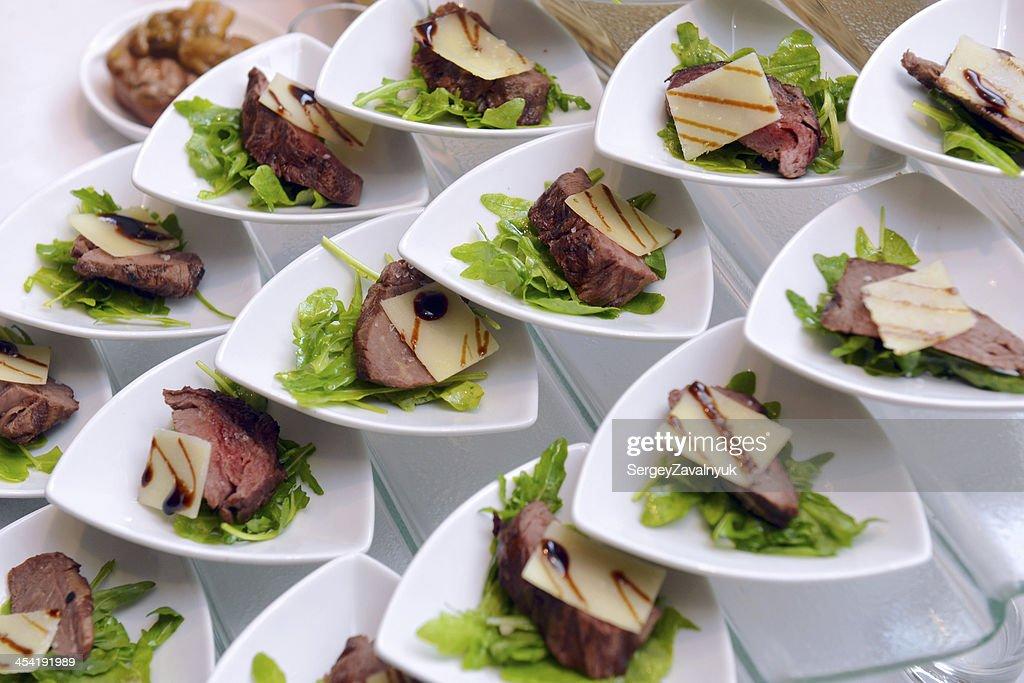 Cerdo con hierbas y queso parmesano : Foto de stock