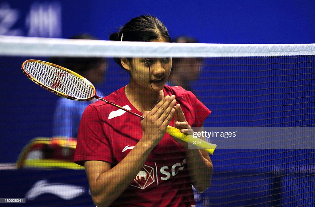 Porntip Buranaprasertsuk of Thailand greets Liu Xin of China during the women's singles final match of the 2013 China Masters in Changzhou, east China's Jiangsu province on September 15, 2013. Liu won 21-4, 13-21, 21-12. CHINA OUT AFP PHOTO