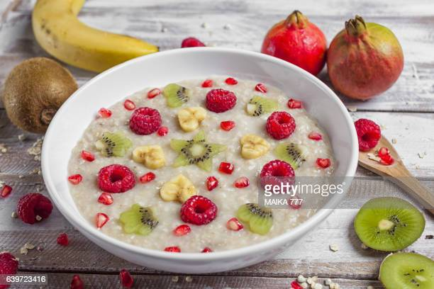 Porridge oats with fruits