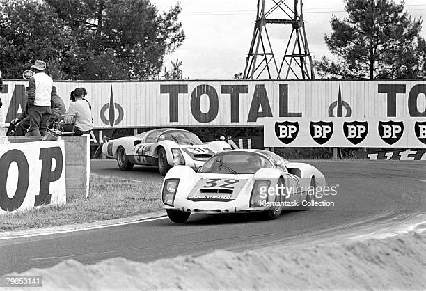 Porsches at Mulsanne during The Le Mans 24 Hours race at Le Mans June 1819 1966 A pair of 906/6 longtails with number 32 driven by Udo Shutz and...