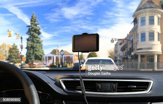 Portable GPS unit hanging on a vehicle windshield : Foto de stock