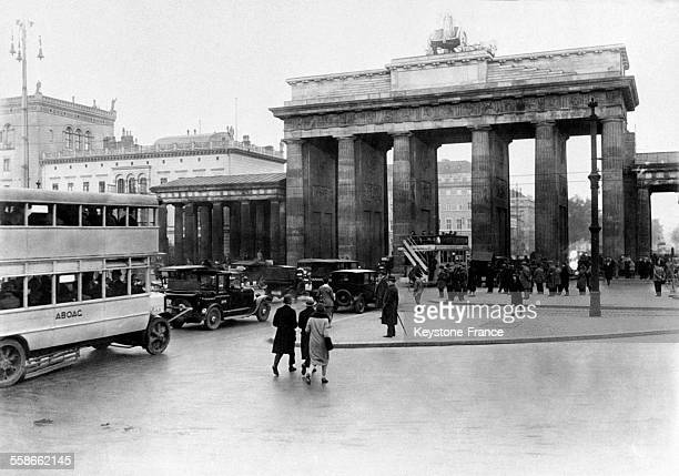 Berlin 1940 stock photos and pictures getty images for Porte de brandebourg
