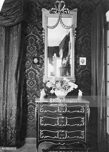 Porten Henny Actress Germany *07011890 Commode and mirror in her appartment in BerlinDahlem undated about 1922 Photographer Waldemar Titzenthaler...