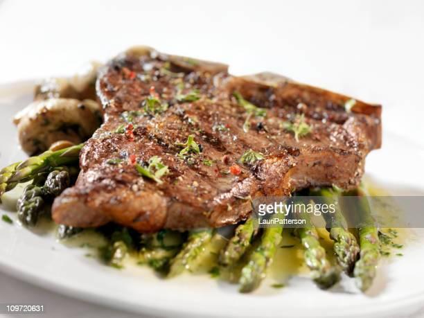Bistecca Porterhouse con asparagi