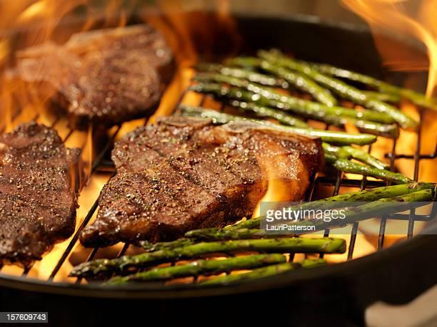 Bistecca Porterhouse con asparagi alla griglia