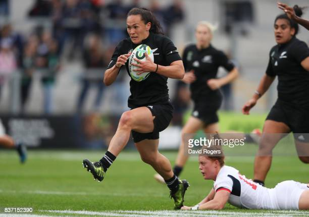 Portia Woodman of New Zealand breaks through the United States defence to score her team's second try during the Women's Rugby World Cup 2017 Semi...