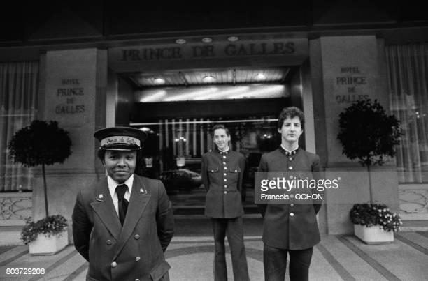 Portiers de l'Hôtel Prince de Galles à Paris en août 1979 en France
