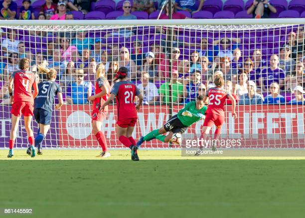 Portland Thorns FC goalkeeper Adrianna Franch makes a save during the NWSL soccer Championship match between the North Carolina Courage and Portland...