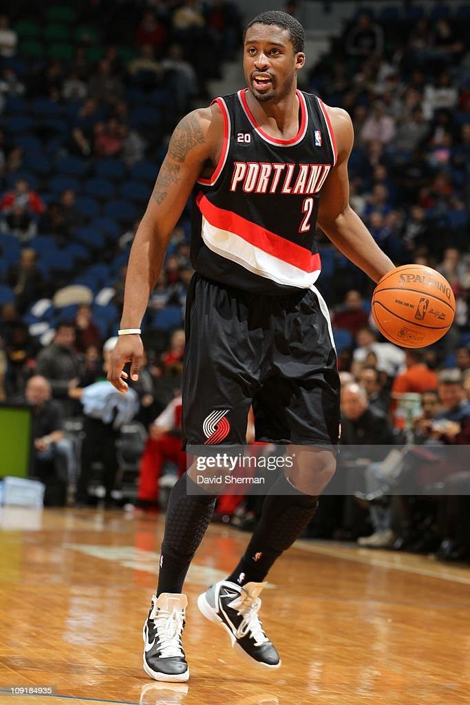 Portland Trail Blazers guard <a gi-track='captionPersonalityLinkClicked' href=/galleries/search?phrase=Wesley+Matthews+-+Basketball+Player&family=editorial&specificpeople=804816 ng-click='$event.stopPropagation()'>Wesley Matthews</a> #2 brings the ball up court during the game against the Minnesota Timberwolves on February 14, 2011 at Target Center in Minneapolis, Minnesota. The Blazers won 95-81.