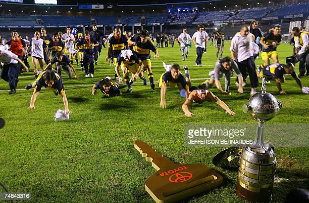 Boca Juniors players jubilate after defeating Brazil's Gremio 20 June 2007 in the final match of the Libertadores Cup final at Olimpico stadiun in...
