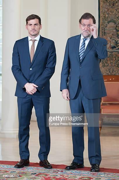 ¿Cuánto mide Mariano Rajoy? - Altura - Real height Porto-goalkeeper-iker-casillas-receives-the-gran-cruz-de-la-orden-al-picture-id496498712?s=612x612