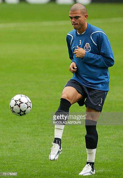 FC Porto player Pepe trains 16 October 2006 ahead of his team's Champions League football match against Hamburger SV at the Drgao stadium in Porto...