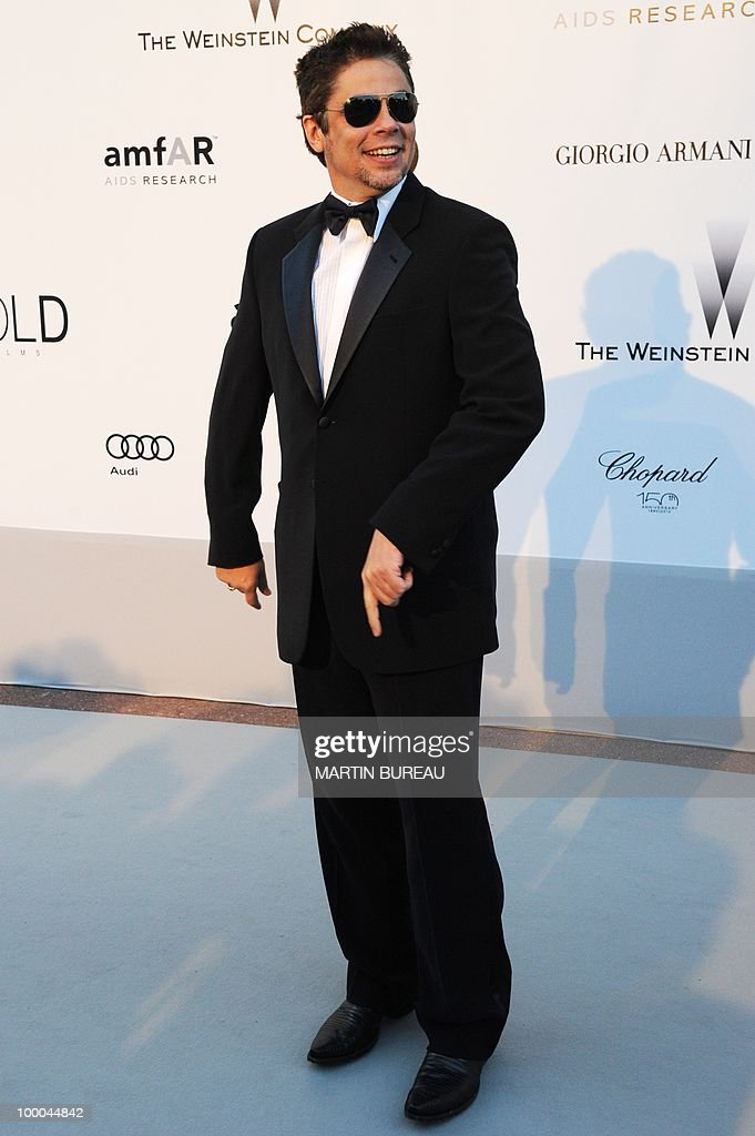 Porto-Rican actor Benicio del Toro poses while arriving to attend the 2010 amfAR's Cinema Against Aids on May 20, 2010 in Antibes, southeastern France.