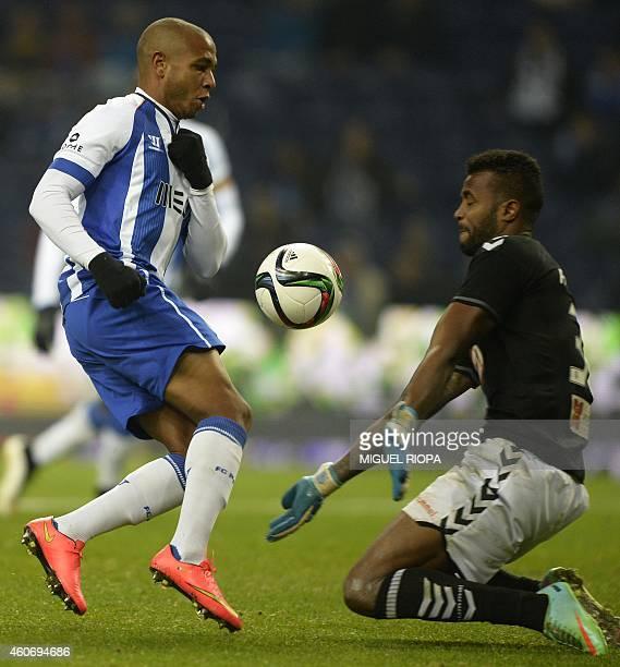Porto's Algerian midfielder Yacine Brahimi tries to score a goal next to Setubal's goalkeeper Ricardo Batista during the Portuguese liga football...