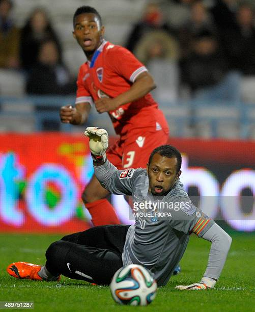 Porto's Brazilian goalkeeper Helton Aruda and Gil Vicente's Cape Verdean forward Brito look at the ball during the Portuguese league football match...