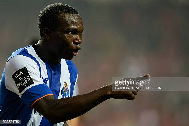 Porto's Cameroonian forward Vincent Aboubakar celebrates a goal during the Portuguese league football match SL Benfica vs FC Porto at the Luz stadium...