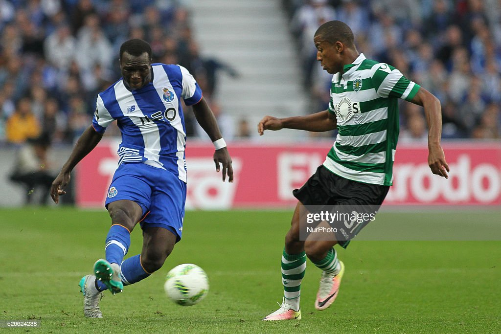Porto's Cameroonian forward Vincent Aboubakar with Sporting's Netherlands defender Marvin Zeegelaar in action during the Premier League 2015/16 match between FC Porto and Sporting CP, at Drag��o Stadium in Porto on April 30, 2016.