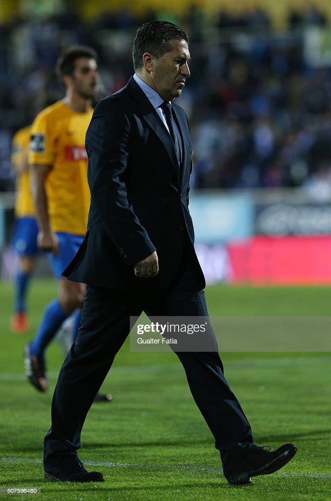 FC Porto's coach <a gi-track='captionPersonalityLinkClicked' href=/galleries/search?phrase=Jose+Peseiro&family=editorial&specificpeople=2204654 ng-click='$event.stopPropagation()'>Jose Peseiro</a> during half time of the Primeira Liga match between GD Estoril Praia and FC Porto at Estadio Antonio Coimbra da Mota on January 30, 2016 in Estoril, Portugal.